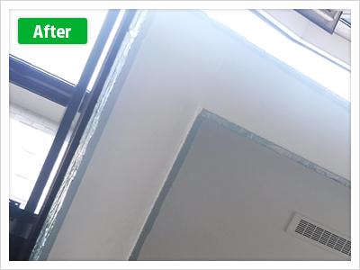 練馬区谷原外壁塗装玄関上裏の施工後の写真です