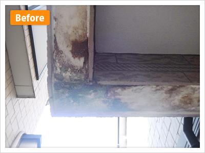 練馬区谷原外壁塗装玄関上裏の施工前の写真です
