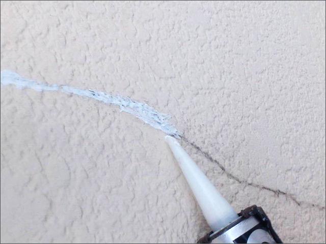 外壁塗装前のクラック補修